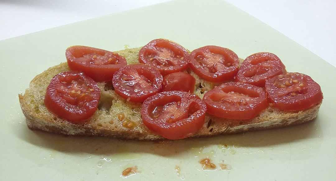 tomato-bread-oil